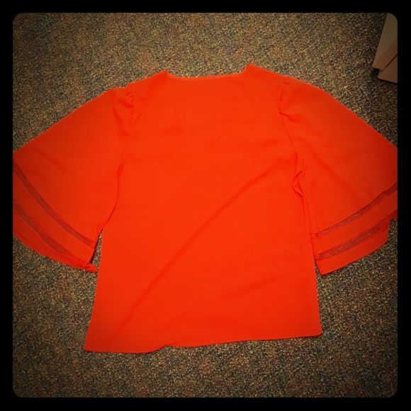 Tops - Gorgeous Med-LG boutique bell sleeve top!